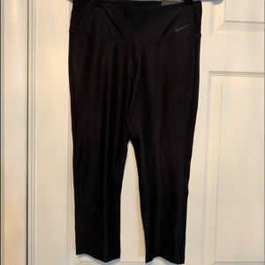 NWT woman's Nike Dri Fit Capri Leggings